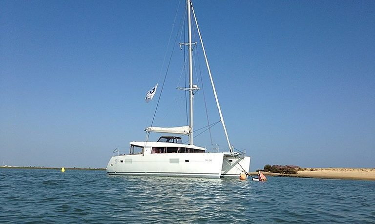 Private yacht charter in Faro - half day