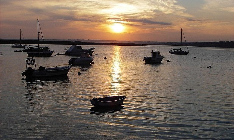 Champagne cruise during sunset in Alvor