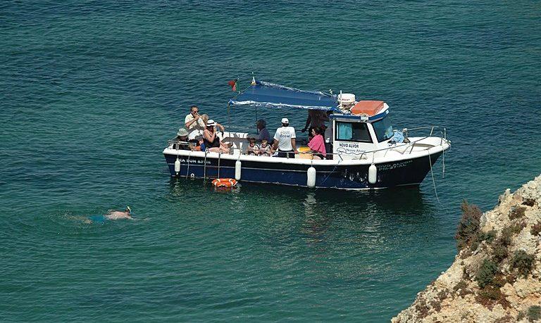 Fun boat tour in Alvor