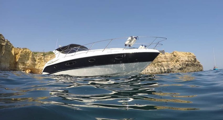 Full-day yacht charter in Portimão